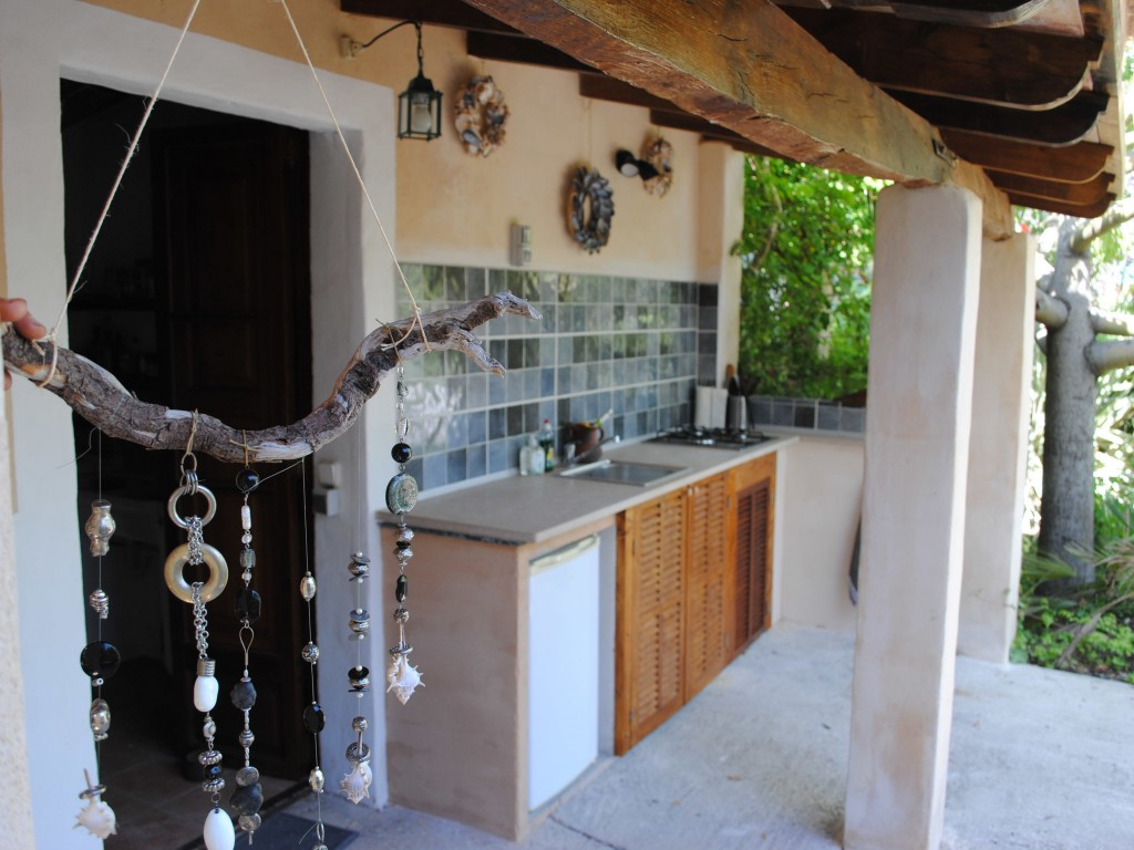 The Doctor S House Is Smallest Guest Just 1 Bed Room And A Bathroom With Simple Shower Kitchen Really Small Too To Cook